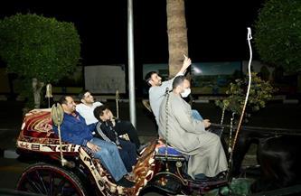 «مصر بلد الأمن والأمان».. السفير الإماراتي يستقل الحنطور على كورنيش النيل بالأقصر| صور