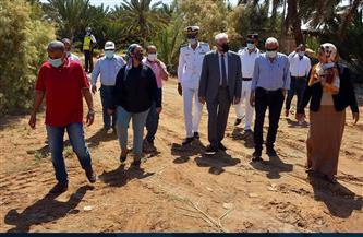 محافظ جنوب سيناء يتفقد أعمال رصف طريق حمام موسى بطور سيناء