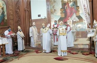 كنائس الفيوم تحتفل بعيد القيامة المجيد بدون مصلين | صور