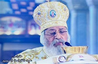 كاهن ينقل قداس عيد القيامة للصم والبكم بلغة الإشارة