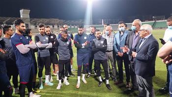 محافظ بورسعيد يكافئ لاعبى المصرى وجهازهم الفنى عن الأداء الجيد أمام الأهلى