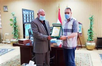 محافظ الشرقية يُكرم رئيس مدينة منشأة أبوعمر لبلوغه السن القانوني للمعاش   صور
