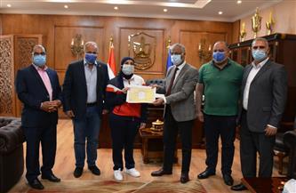 رئيس جامعة بورسعيد يكرم بطلة مصر في الجودو ومدرب المنتخب في لعبة جمباز الأيروبيك للناشئين | صور