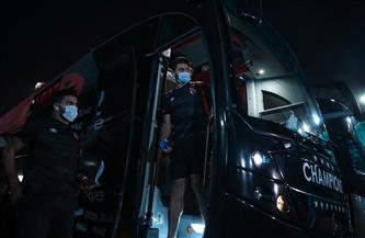 حافلة الأهلي تصل إستاد القاهرة استعدادًا لمباراة الزمالك في القمة 122