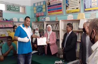 تعليم القاهرة تكرم المعلم المصاب بعد فضه اشتباكا بين طالبتين بمدرسة في المعادي