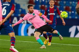 برشلونة يقترب من الصدارة بثنائية في ليفانتي بالشوط الأول