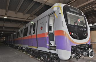 وزير النقل: وصول القطار الأول ضمن صفقة الـ6 قطارات الجديدة الخاصة بالخط الثاني للمترو | صور