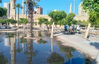 غمر الحدائق العامة بدسوق بالمياه لمنع المواطنين من التواجد بها |صور