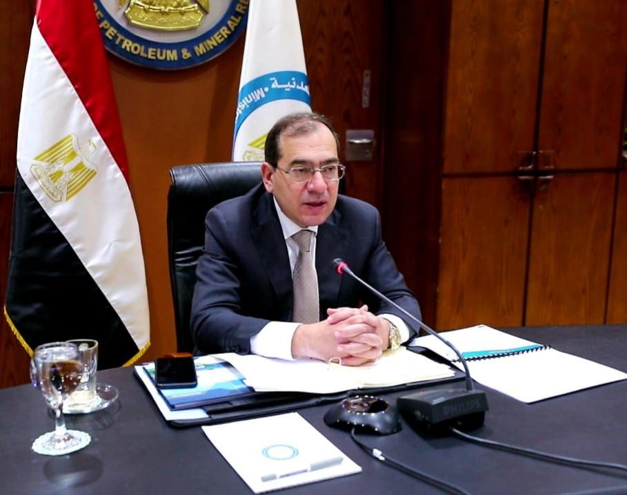 وزير البترول يوجه بتكثيف أعمال البحث والاستكشاف في  حقل بدر   بالصحراء الغربية