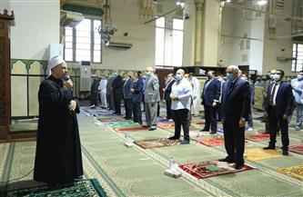 محافظ الجيزة يؤدي صلاة عيد الفطر بمسجد المغفرة بالعجوزة وسط إجراءات احترازية