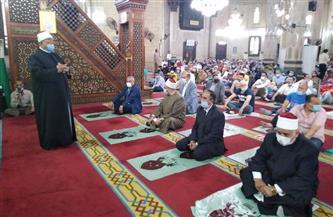 عشرات المصلين يؤدون صلاة العيد بمسجد المرسي أبو العباس بلإسكندرية|صور