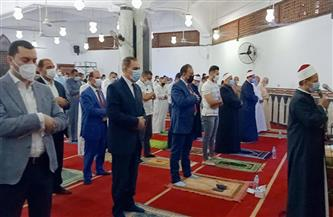 محافظ كفرالشيخ ونائبه يؤديان صلاة عيد الفطر المبارك بمسجد الاستاد الرياضي