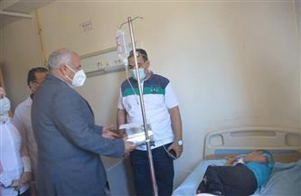 محافظ الوادي الجديد يقدم التهنئة للمرضى بمناسبة عيد الفطر المبارك| صور