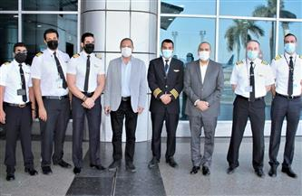 وزير الطيران المدني يتفقد مطار القاهرة ويهنئ المسافرين والعاملين بعيد الفطر المبارك| صور