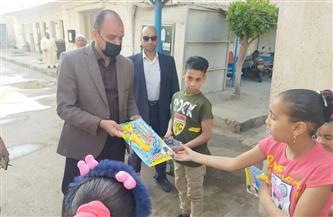 توزيع لعب الأطفال في شوارع البحيرة ابتهاجًا بالعيد