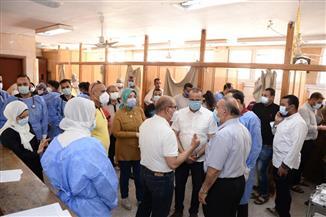 رئيس جامعة أسيوط يزور أفراد الأطقم الطبية بالمستشفيات الجامعية |صور