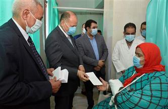 محافظ أسيوط يزور المستشفيات العامة  لتهنئة المرضى بعيد الفطر وتقديم الهدايا لهم |صور