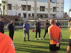 المشرف على الكرة بنادي المقاولون يحفز اللاعبين قبل مواجهة البنك الأهلي