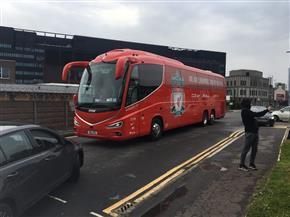 وصول حافلة ليفربول إلى ملعب أولد ترافورد