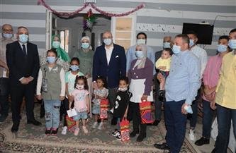 محافظ بني سويف  يُعيًد على الأطفال الأيتام ويتفقد أحوالهم في أول أيام عيد الفطر المبارك | صور