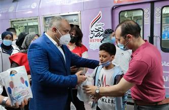 توزيع 7600 هدية على الأطفال داخل محطات المترو والسكة الحديد | صور