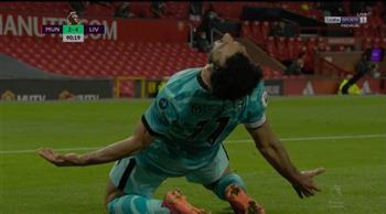 صلاح يسجل في فوز ليفربول على مانشستر يونايتد ليشعل صراع التأهل لدوري الأبطال