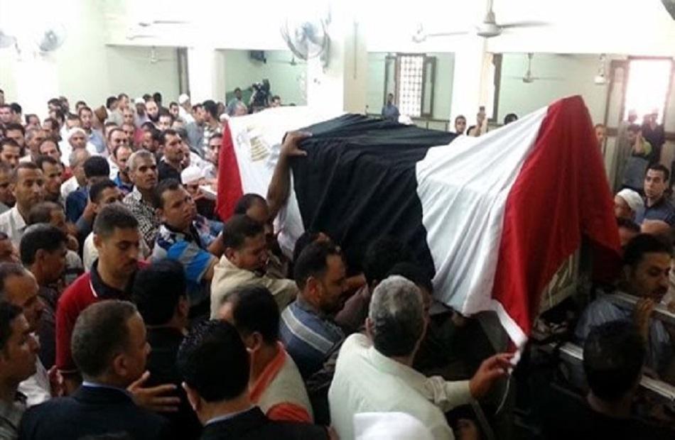 تشييع جنازة البطل أحمد إدريس بملابس الإحرام لمثواه الأخير بالإسكندرية