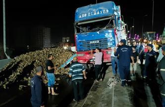 بعد ساعات من انقلاب سيارة نقل.. انتظام حركة المرور أعلى كوبري سندوب العلوي في المنصورة |صور