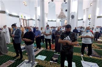 محافظ بورسعيد يؤدي صلاة الجمعة بمسجد لطفي شبارة