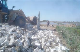 إزالة مبنى مخالف بالقرب من أنفاق بورسعيد | صور