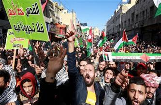 آلاف الأردنيين يتظاهرون في عمان قرب الحدود مع إسرائيل والضفة الغربية