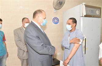 محافظ أسيوط يتفقد سير العمل بمركز تطعيم المواطنين بلقاح كورونا بمستشفى الإيمان العام | صور