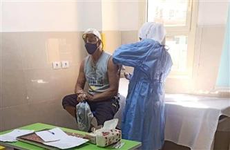 توافد السائحين الأجانب لتلقي لقاحات فيروس كورونا بمحافظة الأقصر | صور