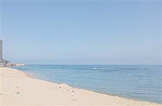"""""""السياحة والمصايف"""" تخلي شاطئ أبو قير بالإسكندرية من صبية تسللوا إليه"""