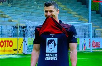 «ليفاندوفسكي» يعادل رقم الأسطورة «مولر» في الدوري الألماني ويحتفل بقميصه | فيديو