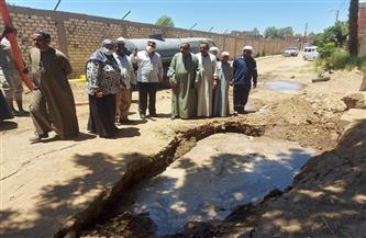 كسر خط المياه الرئيسي بمحطة النجوع بمدينة إسنا جنوب الأقصر