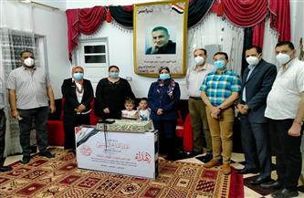 صحة سوهاج تقدم هدايا الرئيس السيسي لأسر شهداء الأطقم الطبية