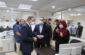محافظ كفرالشيخ ونائبه يتفقدان إدارات الديوان العام في أول أيام العودة للعمل | صور