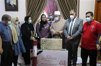 نائبا رئيس جامعة الأزهر يسلمان هدية الرئيس السيسي لأسر شهداء الأطقم الطبية |صور