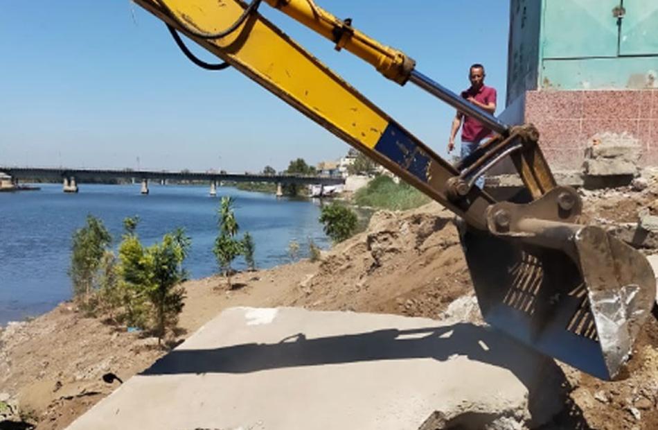 الري  إزالة  تعديات على نهر النيل في محافظتين