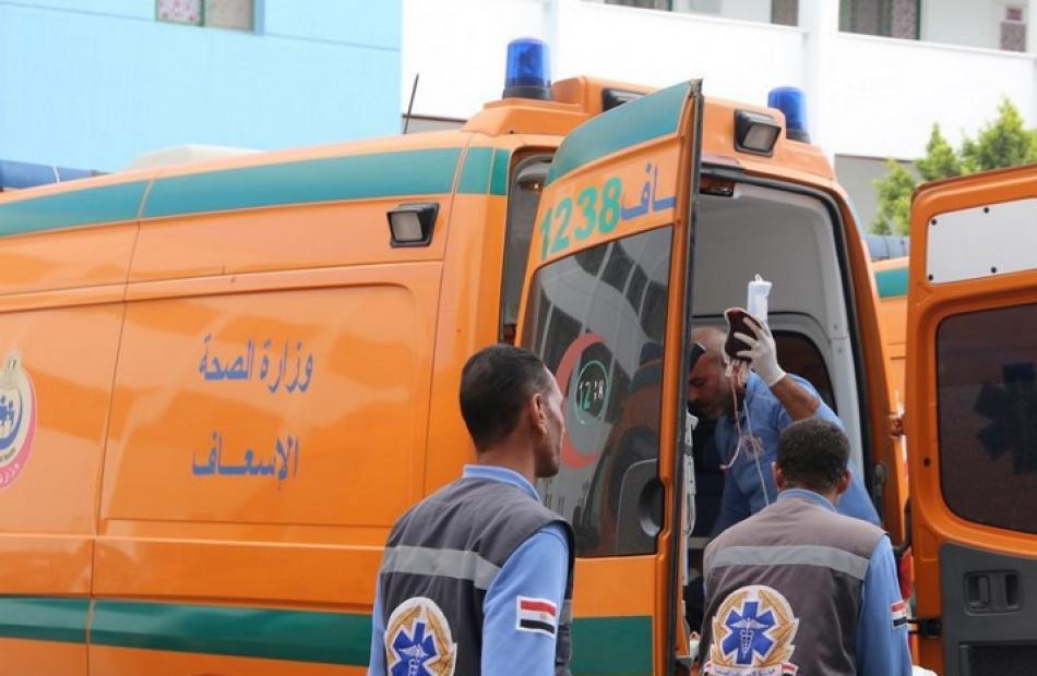 إصابة  أشخاص في حادث تصادم سيارة بعمود إنارة في كفر الشيخ