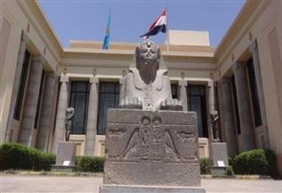 """لوحة جنائزية لكاهنة """"حتحور"""" من الحجر الجيري.. قطعة شهر مايو بمتحف الإسماعيلية"""
