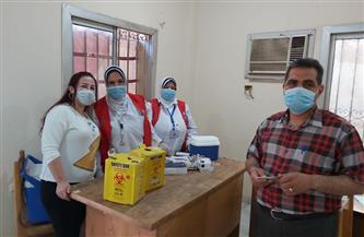"""""""صحة الفيوم"""" تطعم 150 مواطنًا بلقاح """"كورونا"""" بمركز سنورس   صور"""