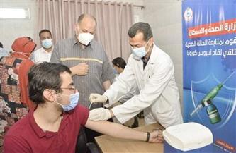 محافظ أسيوط يتفقد تطعيم المواطنين بلقاح كورونا بالمركز الصحي الحضري بالوليدية | صور