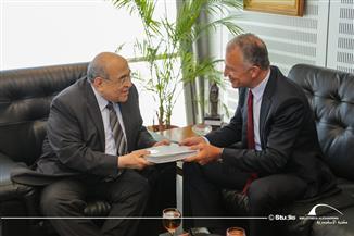 مصطفى الفقي: السفير الأمريكي يثمن سياسات مصر المتزنة وجهودها في تسوية الوضع بغزة | صور