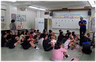 """مفاجأة.. المدارس في اليابان لا تعتمد علي """"التابلت"""""""