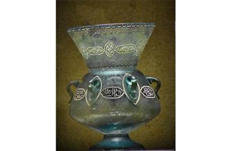 مشكاة من الزجاج الملون بالأزرق الشفاف قطعة شهر مايو بمتحف كفر الشيخ