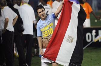 «عميد لاعبي العالم» يحتفل بعيد ميلاده الـ 46.. أحمد حسن «الصقر» مر من هنا  صور