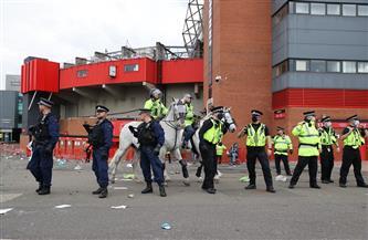 اقتحام الجماهير ملعب «أولد ترافورد» يثير الشكوك حول مصير لقاء مانشستر يونايتد وليفربول