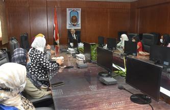رئيس جامعة الأقصر يلتقي المكلفات بالخدمة العامة |صور